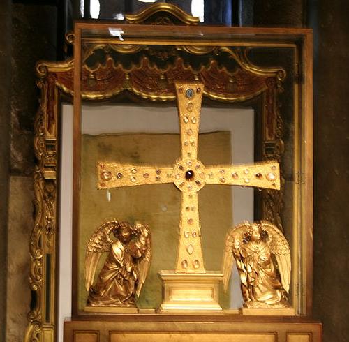 Orfebreria: Cruz de los Ángeles (Oviedo)