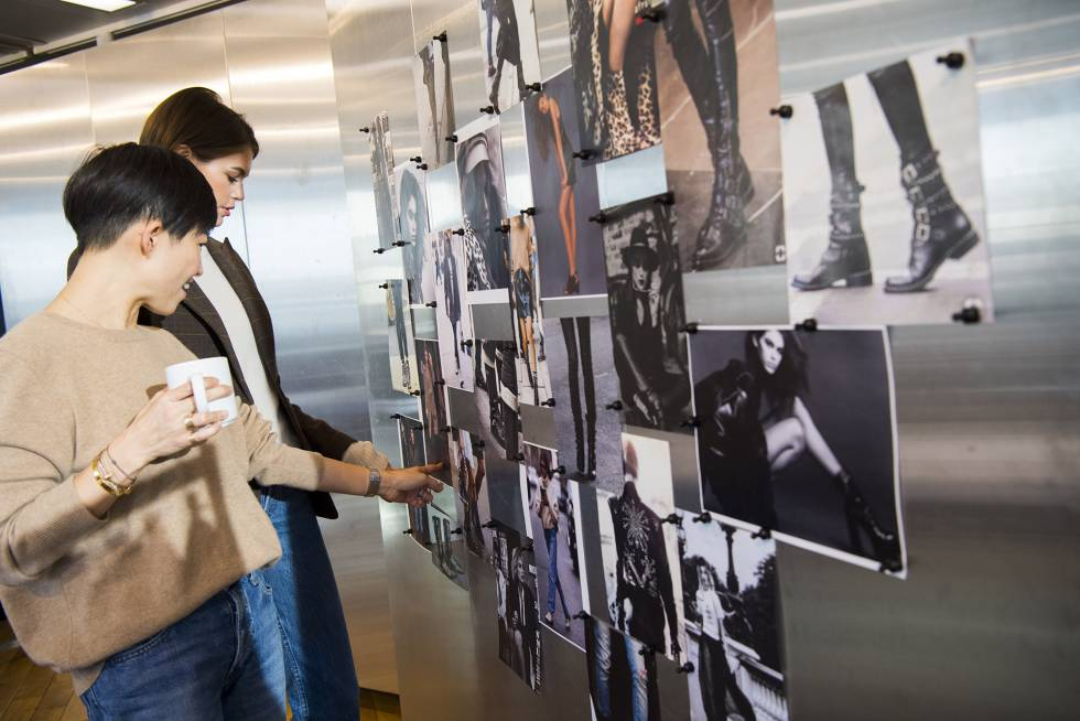 La diseñadora Sandra Choi y la modelo Kaia Gerber, trabajando en su colección conjunta.