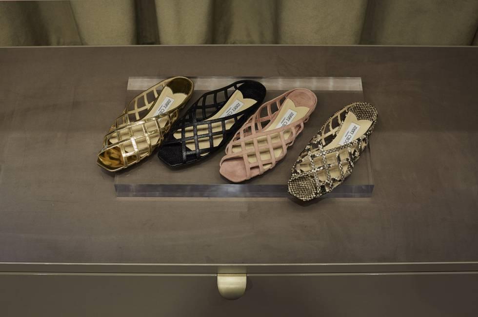 Sandalias planas con trenzado en diferentes tonos y estampados de Jimmy Choo.